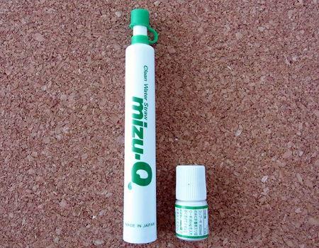 本体(左)と粉末除菌剤(AQUAQU)がセットになっております