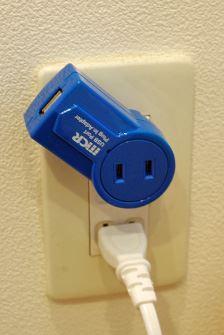 USBポートの部分が360度自在に回転させられるので、いろんな方向からUSBを挿せます