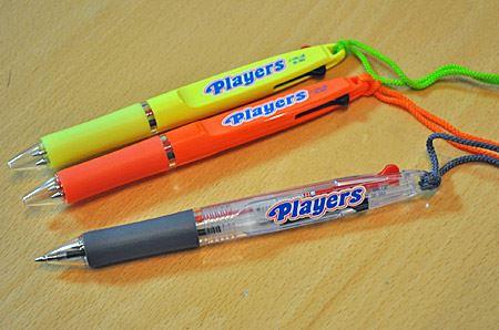 三菱鉛筆 プレイヤーズ ストラップ付 2色ボールペン