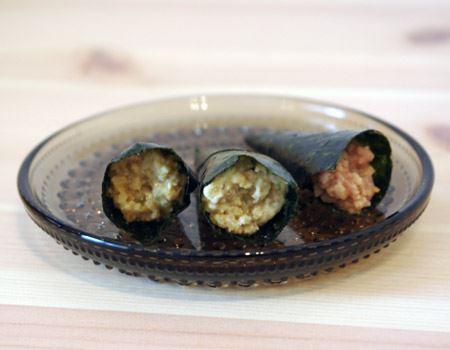 中身は納豆風味のおかき。ネギや鰹節エキス、醤油などが含まれ、納豆の味がしっかり再現されています