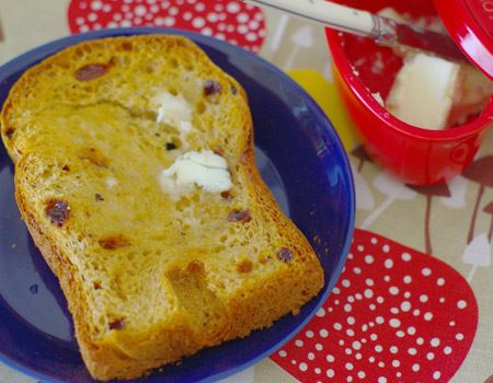 まずはシンプルにトーストでその違いを味わうのがベスト。雑味と脂っこさがないのに、深いコクが素材の風味を引き立ててくれます
