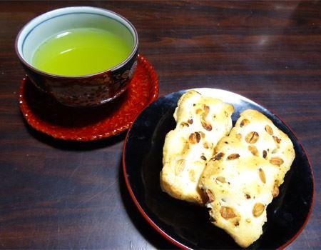 日本茶との相性抜群! もちろんほうじ茶やウーロン茶、紅茶との相性も◎。上品なお味で、おもてなしにもピッタリです