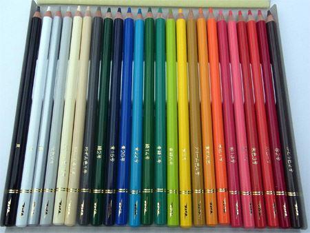 紙製のパッケージを開けるとこんな感じ。なかなか高級感のある色鉛筆です