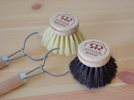ワイヤーをスライドさせれば、ブラシとハンドルが分離。ブラシ単体での使用が可能になります