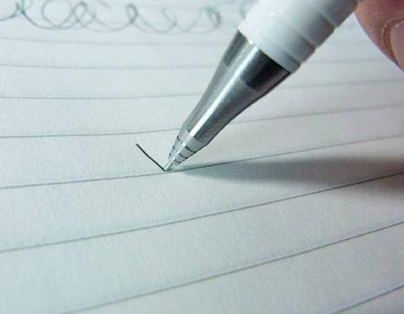 書き続けると芯の減りに合わせてパイプもスライドし短くなります