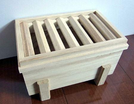 賽銭箱型の貯金箱