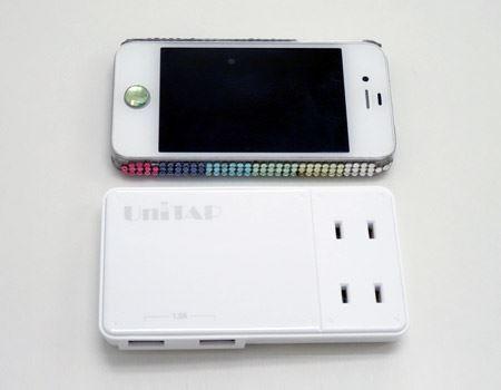 筆者の愛用iphone4と並べてみました。ほぼ同じ大きさです