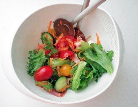 我が家のサラダドレッシングの定番。酸味もマイルドなのに、しっかりと野菜に味が浸み込み、子どもにも大好評。