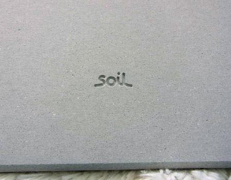 デザインは「Soil」のロゴのみで、きわめてシンプル。自然素材の色合いそのままです