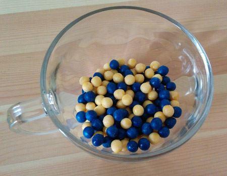 """甘酸っぱい香りと甘い香りがミックスされた""""ブルーベリー&クリーム""""。カップなどに入れ替えて飾れば、カラフルな玉がちょっとしたインテリアにも"""