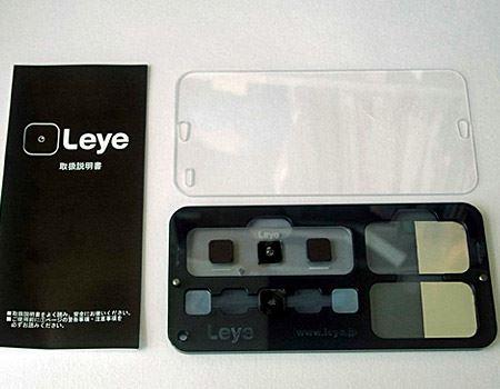オシャレなケースに入っています。ケース内の左上が、レンズが取り付けられた本体、右が試料板(2枚)です