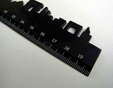 全長は20cm、通常のルーラーとしても使いやすい長さです