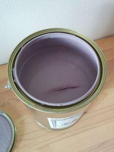 ポスターカラーやアクリル絵の具のメーカーの国内工場で製造された水性の塗料。水:ペンキが1:5程度に薄めて使うため、想像するよりも広い面積を塗ることができます