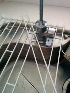 ワイヤーは簡単に外せるので、蛇口等がじゃまになる場合でも問題なし
