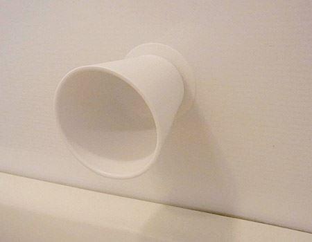 吸盤がくっ付けばどこでも設置可能。お風呂場もありですよ