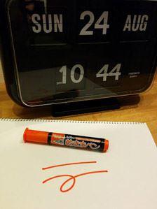 インクはアルコール系インクを使っているので、油性ペン独特の匂いがしません