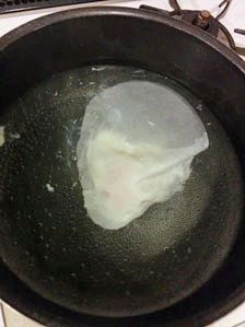 沸騰したお湯にそっと入れて5分前後茹でる