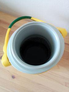 中は真空断熱構造で、冷たい飲み物を移し替えれば、長時間冷たさを維持できる