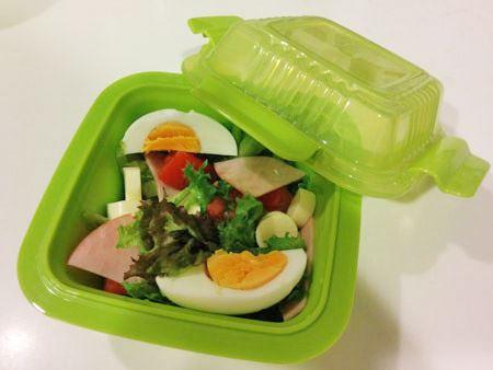 密閉性はないため汁物には向きませんが、サラダ用にも便利。野菜類が中でつぶれません