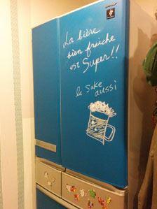 塗料が完全に乾いた後、チョークで文字やイラストを描いてデコレーション。ほかにはない一点もののマイ冷蔵庫になりました