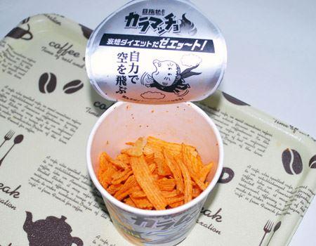 ドライチリ味はポテトの色がほんの少し薄い? でも辛いですよ。山椒やブラックペッパーで、キレとコクが加わっているんだそうです