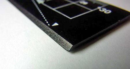 紙を切りやすいように45度の傾斜がつけられています