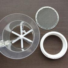本体と網とプラスチックパーツに分かれます!