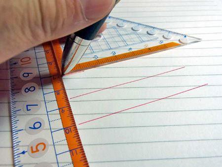 2つの定規を使って平行に線を引く時などは定規を裏返して使います