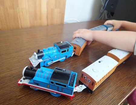 きかんしゃトーマスと大井川鉄道きかんしゃトーマスの顔は同じなのですが、トーマス好きの子どもはさすが、同じように見えても違いがわかるようです