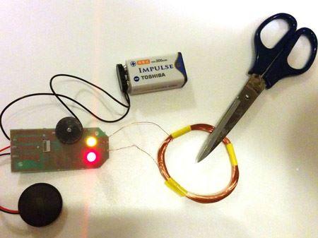 金属探知機用カイロ基板に銅線のコイルと9Vの角型電池(別売)をつなげてみました