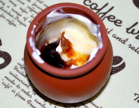 そして壺の底にはカラメルソース。食べ始めと終わりで味の変化も楽しめました