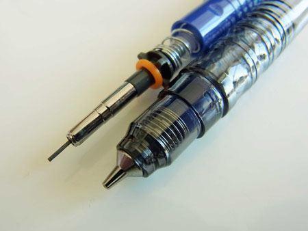 ペン先には、2つのスプリングが使われています。これは今までに見たことがない構造。わくわくしてきました