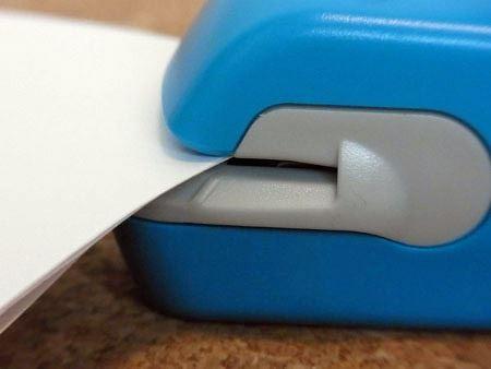 用紙を挿入できる幅が狭いので、通常の厚みのコピー用紙でも5枚程度しか入りません