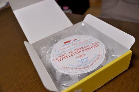 その名も「真っ黒チーズケーキ」!!!