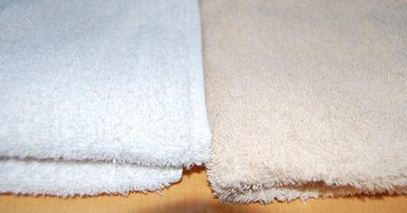 左は柔軟剤入りのタオル、右は柔軟剤を入れずヘッジホッグドライヤーボールを入れたタオル
