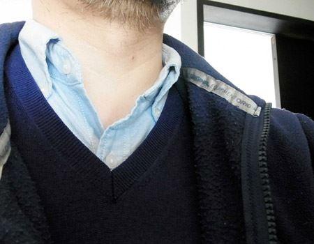 ウールのセーターにポリエステル製の上着。毎回かなり強烈な静電気を発生する組み合わせです
