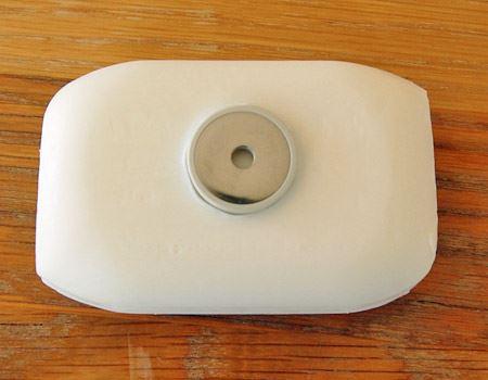 石鹸に磁石を埋め込みます。ココが重要!