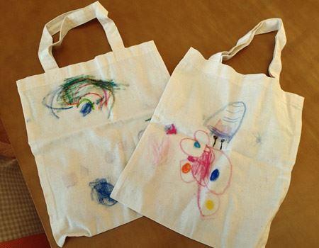 トートバッグなどの布地に描いたら、最後にアイロンをあてれば洗濯しても大丈夫
