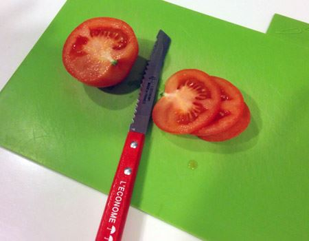 特に重宝しているトマトナイフ。気持ちのいいほどにトマトの輪切りがサクサク切れます