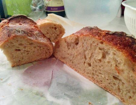 焼き上がったパンは自然な甘みのある、小麦の味と風味がとにかく引き立つ、ドライイーストとはまったく異なる味わいです