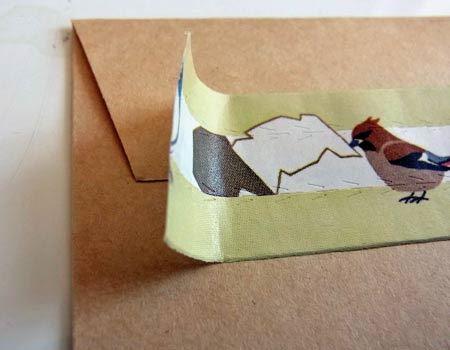 使う時は、ミシン目の間に封筒のとじ目がくるように貼ります