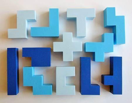 正方形(厳密には正六面体)を5つつなげた形の消しゴムが全部で12種類