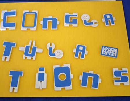 そしてカード部分の文字は指で簡単に外すことができます