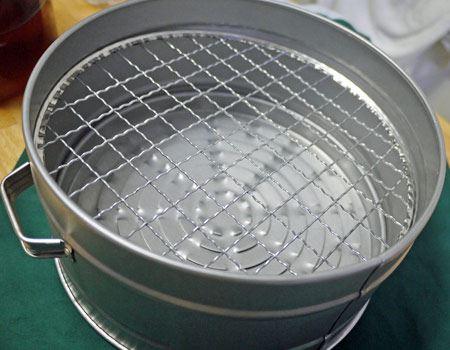 パット見、普通のステンレスの鍋です