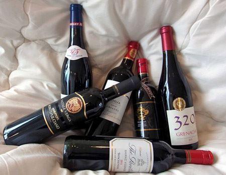 自宅にあったワインと記念撮影してみました。あまり違和感がないですね