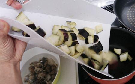 野菜がしっかりお鍋の元に飛び込んでくれます