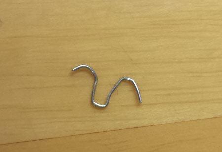 針はリムーバーに押されこんな形に