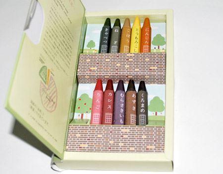 パカっと開けると、こんな感じに10個のクレヨンが並んでいます。色の名前がそれぞれ野菜なのがいいですね〜