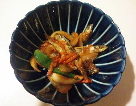 ちょっとした和食の惣菜を盛り付けるのはもちろん、モダンなデザインがデザートや洋風のおかずにも調和する