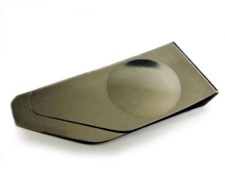 本体はステンレス製で厚みは3mm。プッチンする側のほうが少し短くなっています
